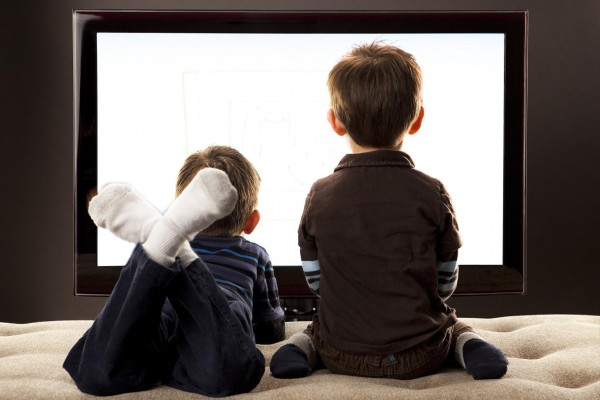 kids-watching-television-600x400
